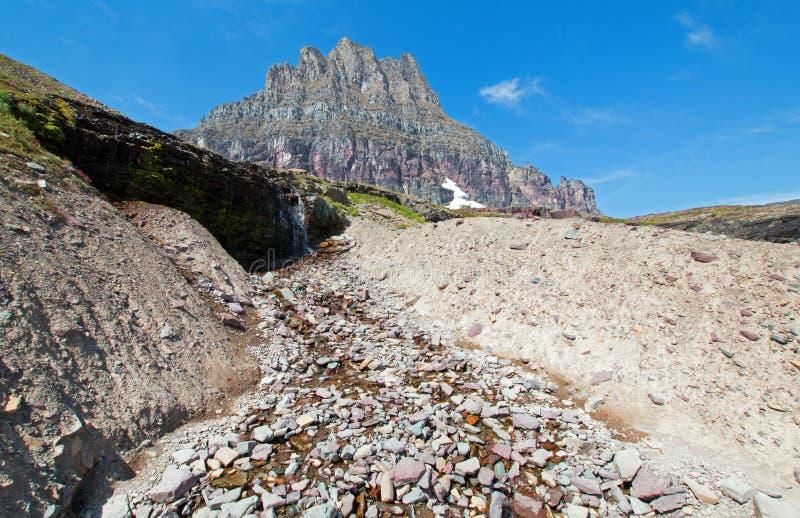 Clement Mountain zoals die van Verborgen Meersleep op Logan Pass in Gletsjer Nationaal Park tijdens de de dalingsbranden van 2017 royalty-vrije stock foto's