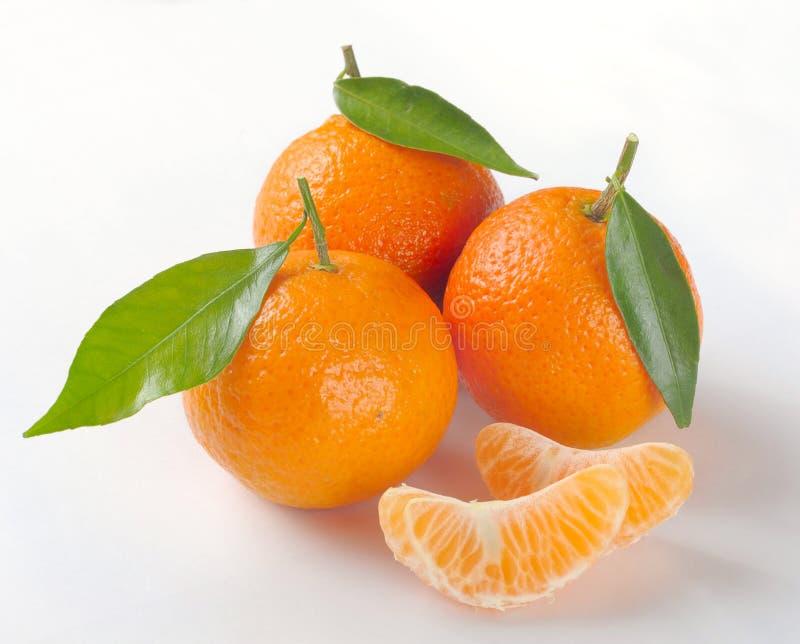 Clementinas con segmentos fotografía de archivo