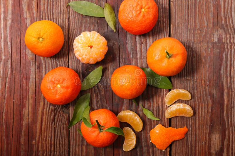 Clementine och blad arkivbild