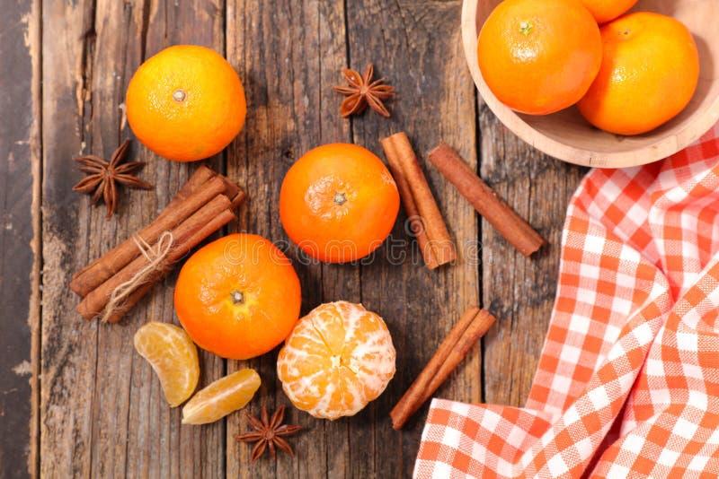 Clementine och kryddor fotografering för bildbyråer