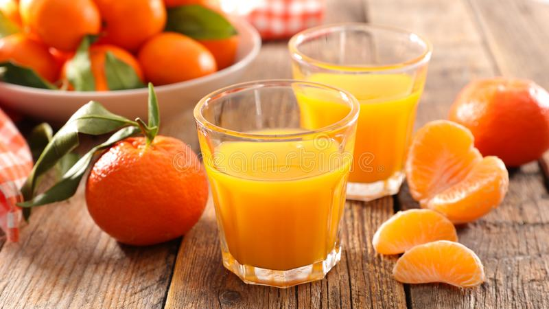 Clementinefruktsaft arkivbilder