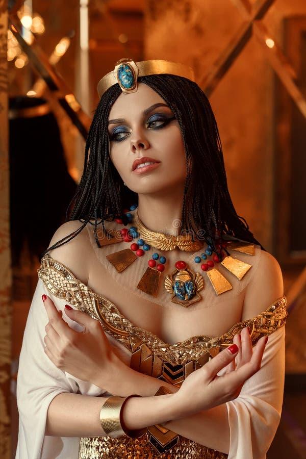 Cleopatra joven y atractiva imagen de archivo libre de regalías