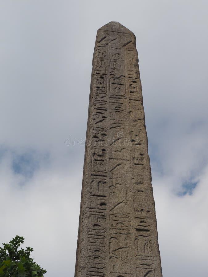 Cleopatra Needle Egyptian obelisk i London royaltyfri fotografi