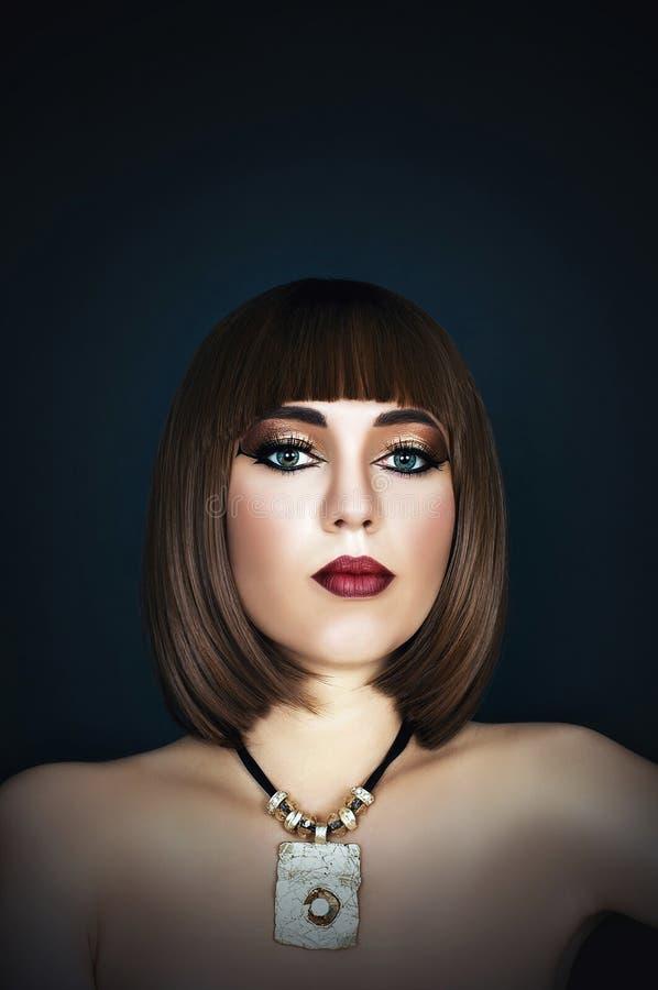 Cleopatra, ragazza con trucco sul suo fronte immagine stock libera da diritti