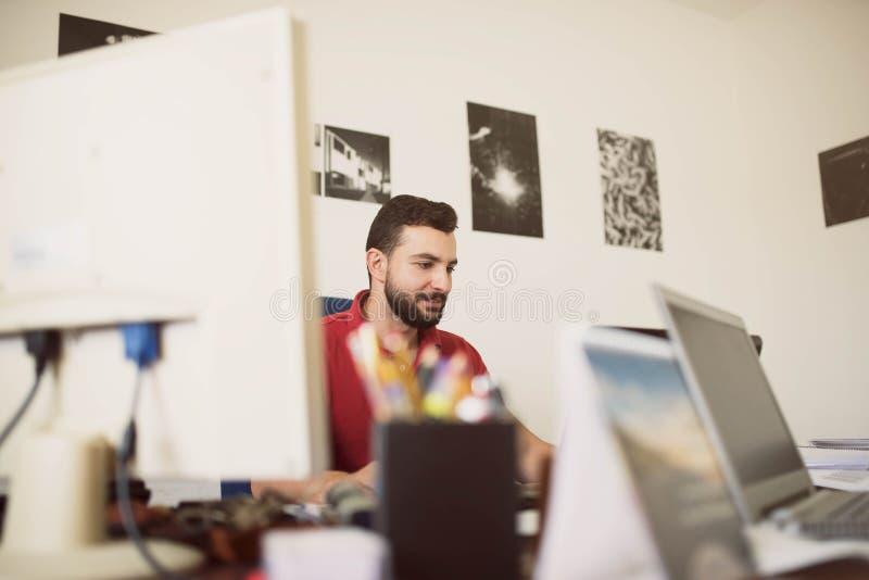 Clerck przy biurkiem zdjęcia royalty free