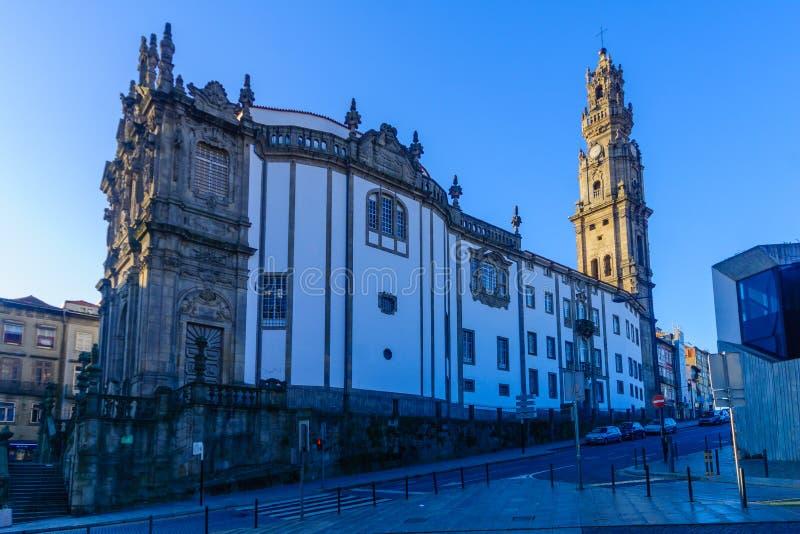 Clerigos kyrka, i Porto royaltyfri fotografi