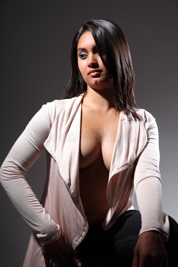 clevage时装模特儿开放显示的性感的顶层 免版税图库摄影