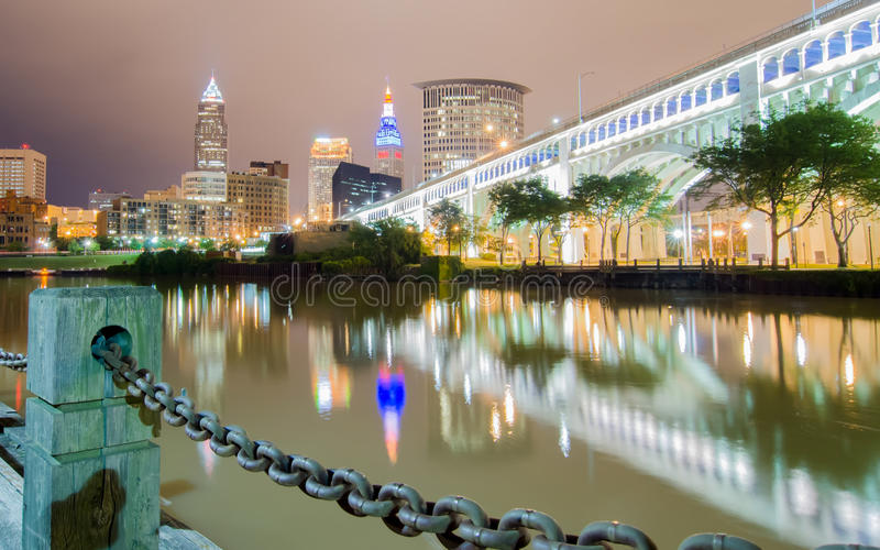 Cleveland śródmieście na chmurnym dniu obrazy royalty free