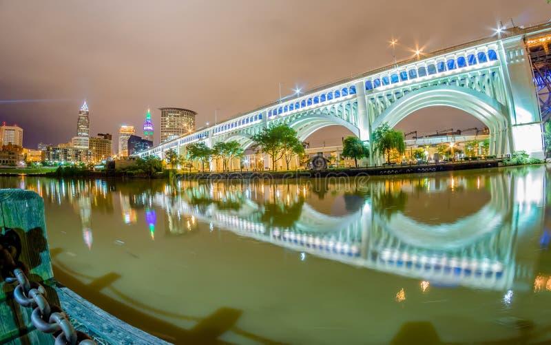 Cleveland du centre le jour nuageux images stock