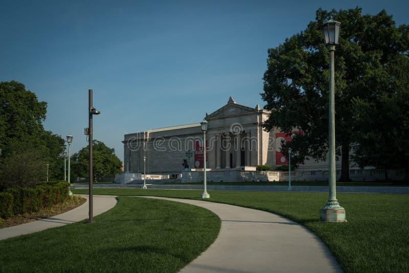 Cleveland konstmuseum och gångbanacloseupen royaltyfri foto