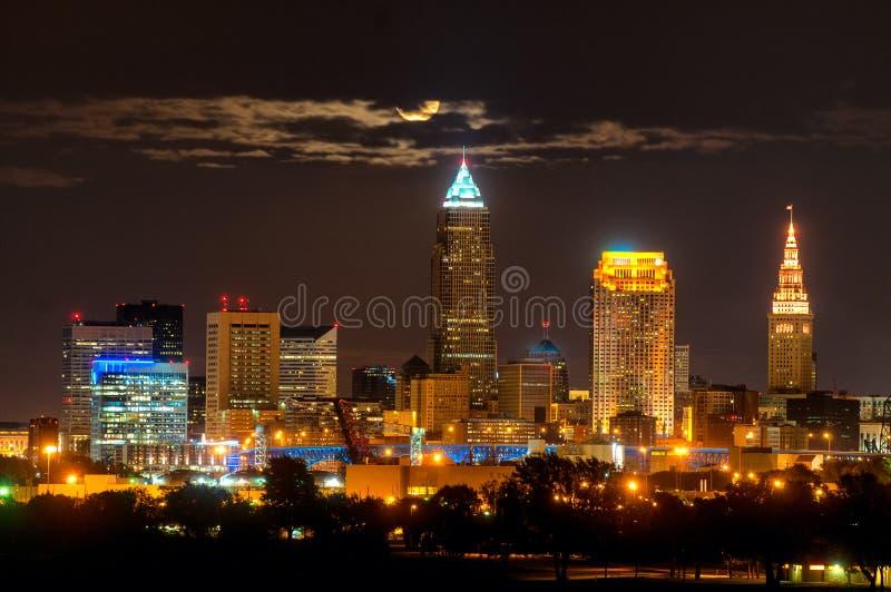 Cleveland-Mond in den Wolken stockbild