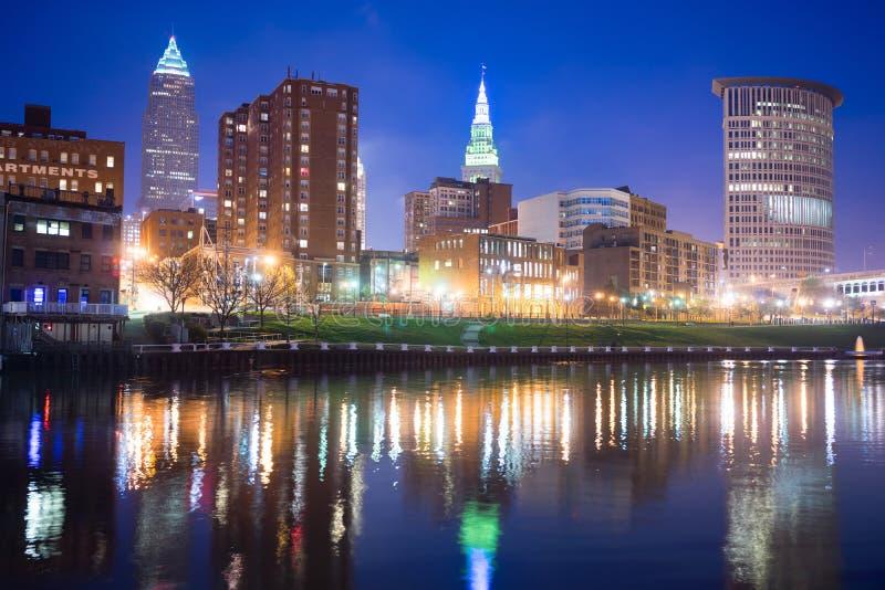 Cleveland Ohio miasta linii horyzontu Cuyahoga W centrum rzeka zdjęcia stock