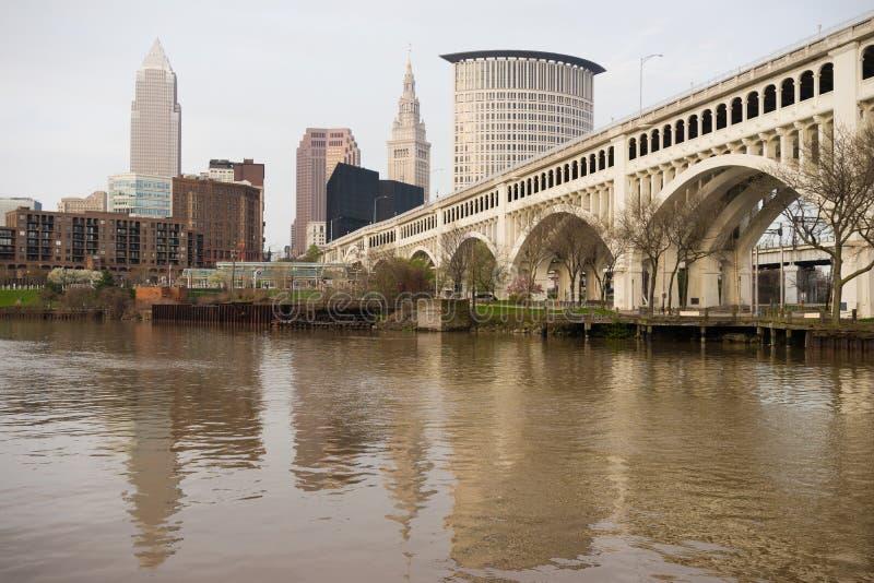 Cleveland Ohio miasta linii horyzontu Cuyahoga W centrum rzeka zdjęcia royalty free