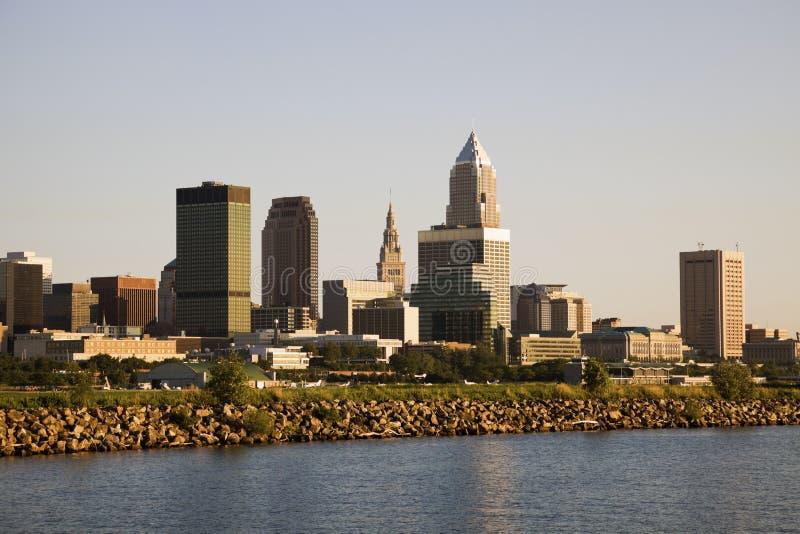 Cleveland vom See lizenzfreie stockbilder