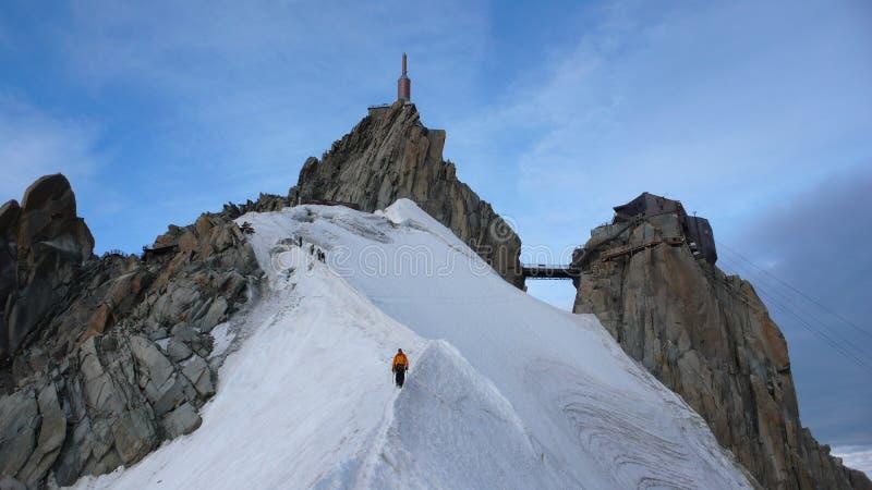 Clibers спуская Aiguille du Midi в Франции стоковое фото rf