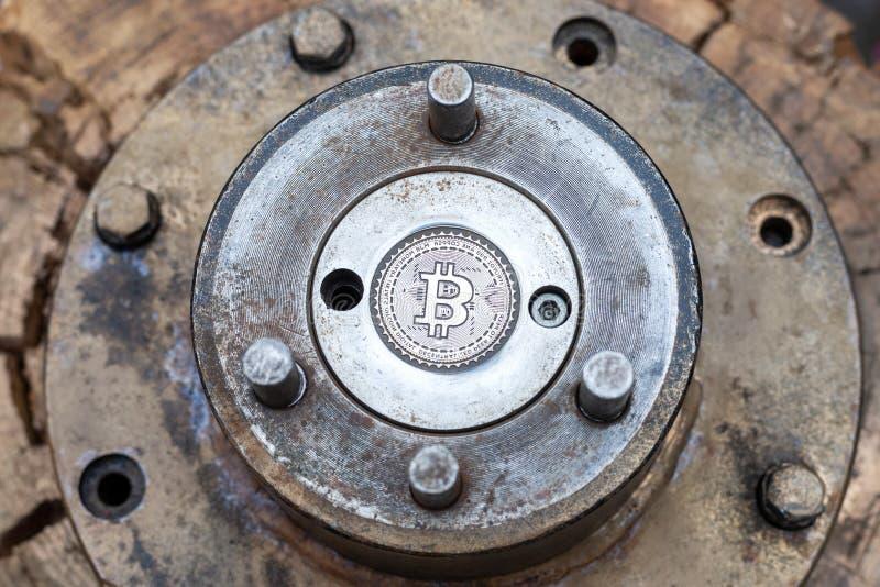 Cliché vide de bitcoin pour la forge de forgeron calibre de bitcoin en métal fabrication de la vraie pièce de monnaie de btc photographie stock