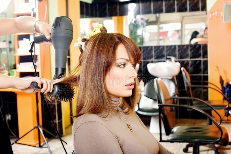 Client dans un salon de coiffure photos libres de droits