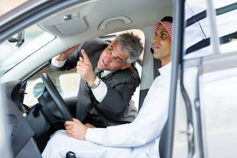 Client de marchand de véhicule photos libres de droits