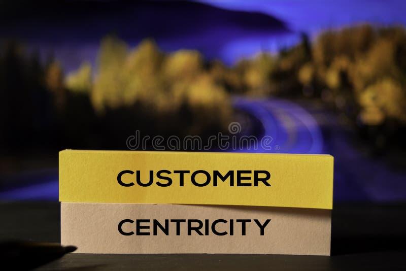 Cliente Centricity nas notas pegajosas com fundo do bokeh imagem de stock royalty free