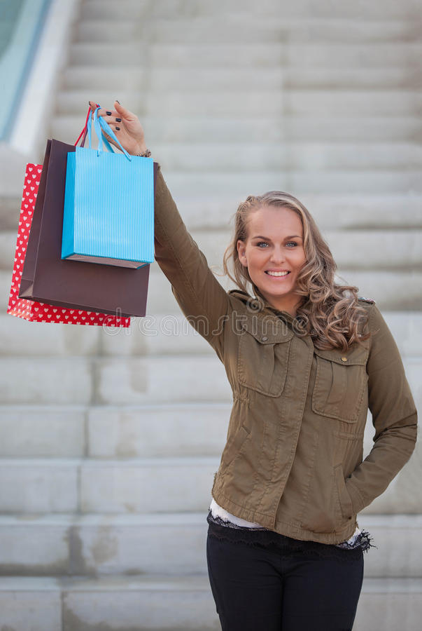 Cliente de femme avec des paniers image stock
