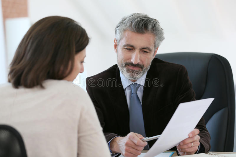 Cliente de la reunión del abogado en su oficina