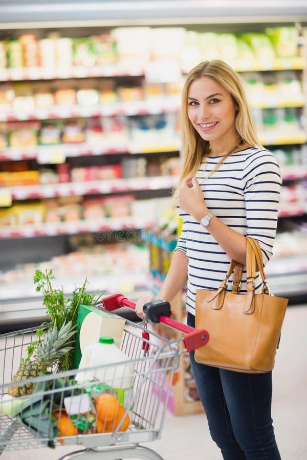 Cliente en el supermercado fotos de archivo libres de regalías