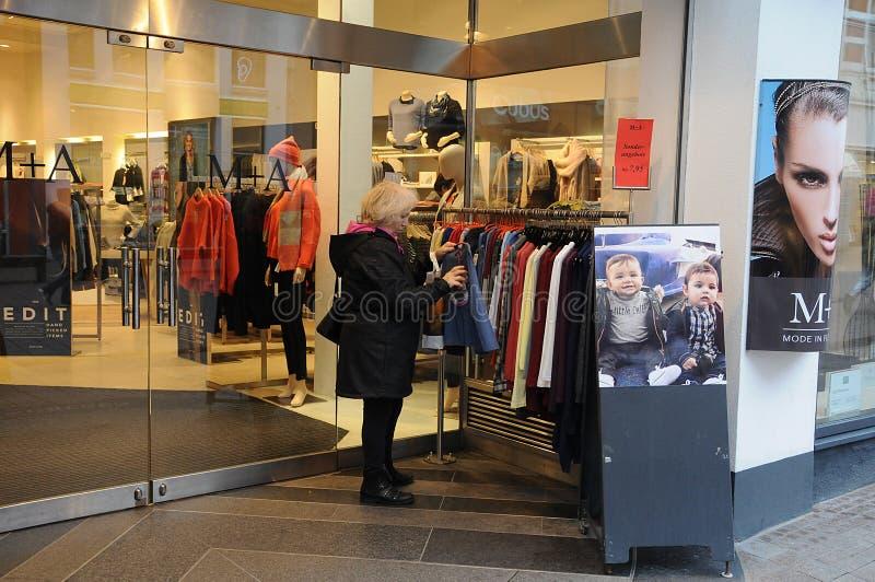 CLIENTE FÊMEA FLENSBURG ALEMANHA fotos de stock royalty free