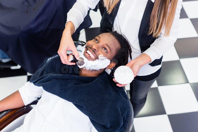 Cliente na barbearia imagens de stock royalty free