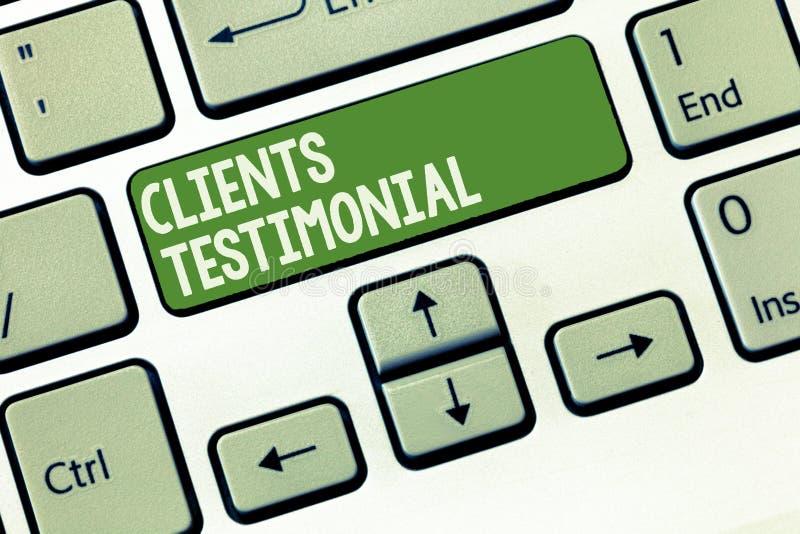 Clientes del texto de la escritura de la palabra testimoniales Concepto del negocio para la declaración formal que atestigua el e imagenes de archivo