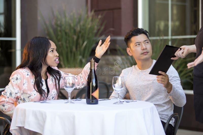 Clientes enojados del restaurante fotografía de archivo libre de regalías
