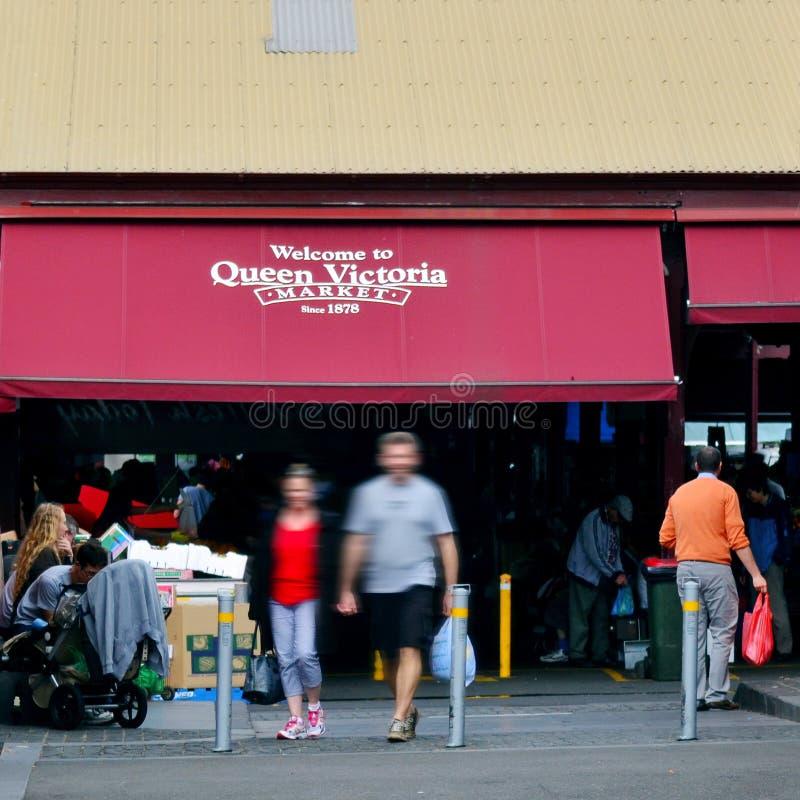Clientes na rainha Victoria Market In Melbourne, Austrália foto de stock royalty free