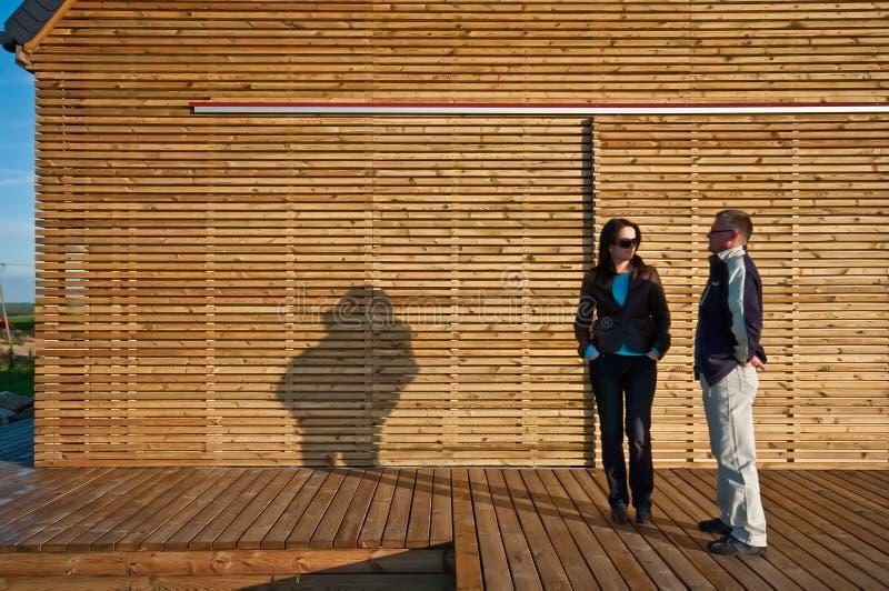 Clients en dehors de maison qui respecte l'environnement photographie stock libre de droits