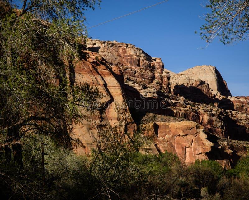 Cliff Along Burr Trail stockbild