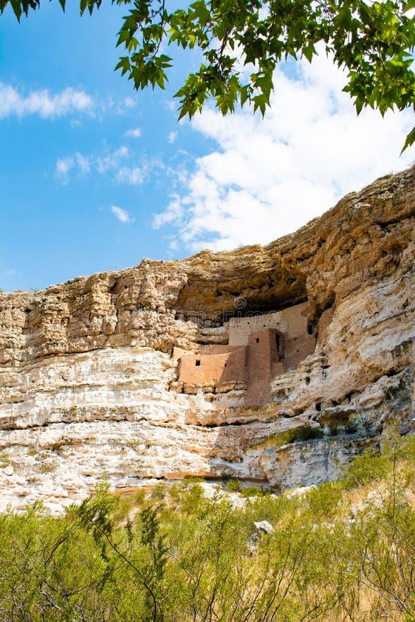 Cliff Dwellings am Montezuma-Schloss-Nationaldenkmal lizenzfreie stockfotografie