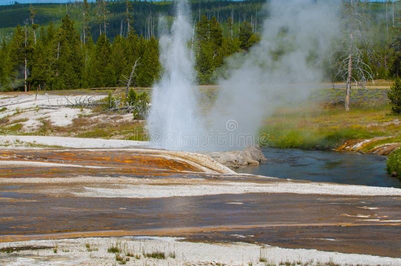 Cliff Geyser - bassin noir Yellowstone de sable photographie stock