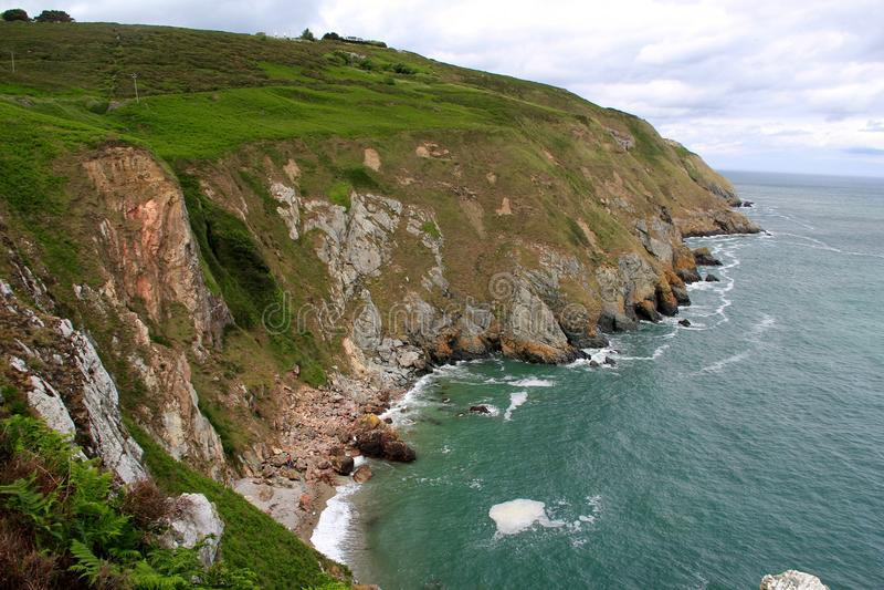 Cliff Grandeur fuori dalla costa dell'Irlanda fotografia stock libera da diritti