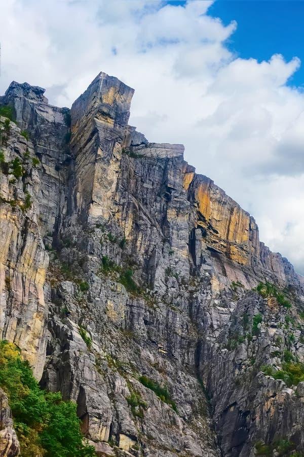 Cliff Preikestolen in fjord Lysefjord, Noorwegen royalty-vrije stock afbeeldingen