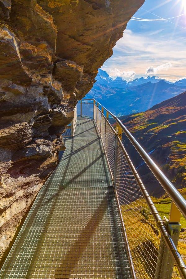 Cliff Walk in Grindelwald First, Ελβετία στοκ εικόνες