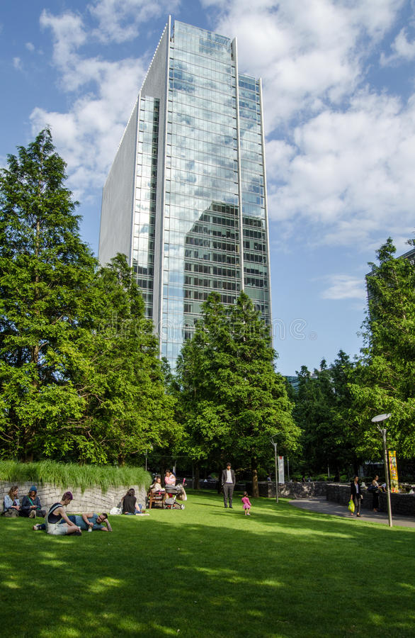 Download Clifford Chance Offices And Jubilee Park, Docklands Editorial Stock Photo - Image: 43144538