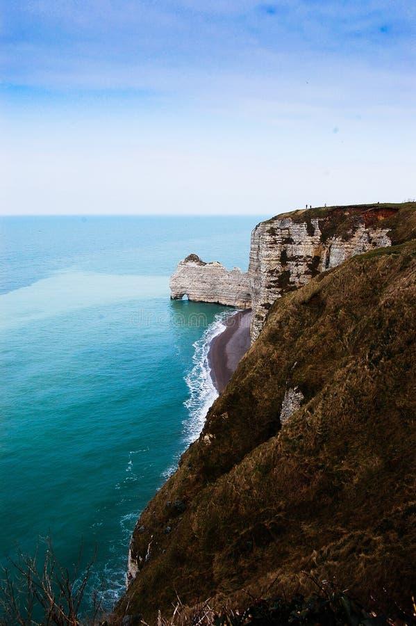 Cliffs of Etretat, Frankrike royaltyfria foton