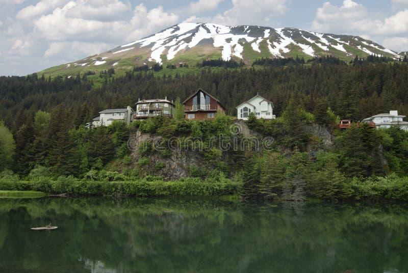 Cliffside寄宿/峭壁视图地方的木房子 免版税图库摄影