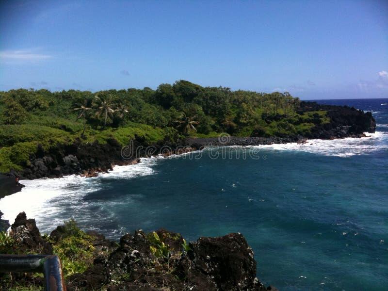 Cliffside negro de la playa de la arena fotos de archivo