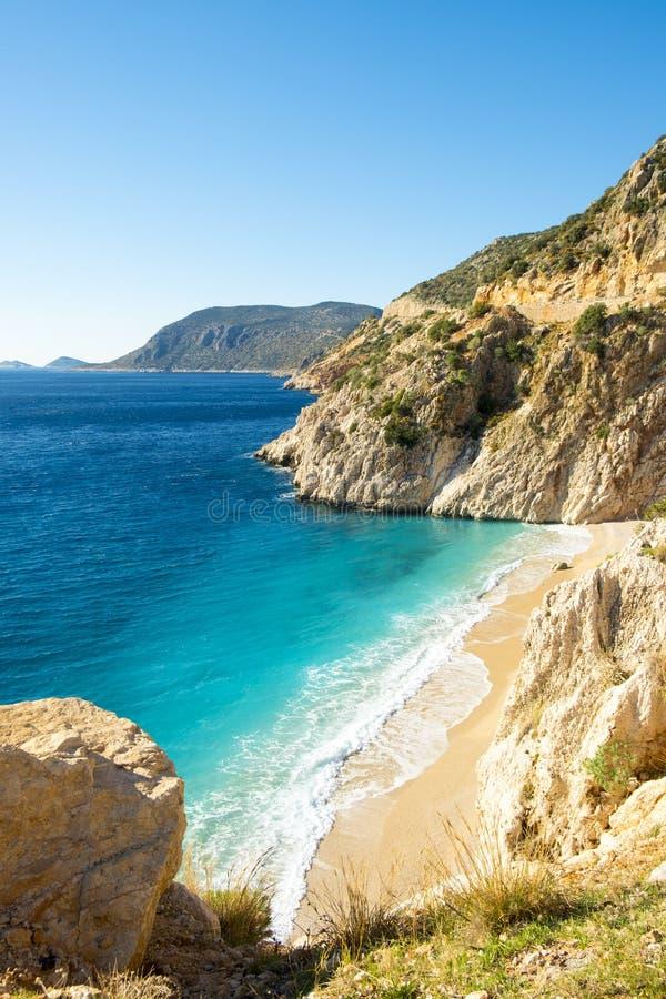 Clifftop视图没人沙滩Kaputas土耳其 库存图片