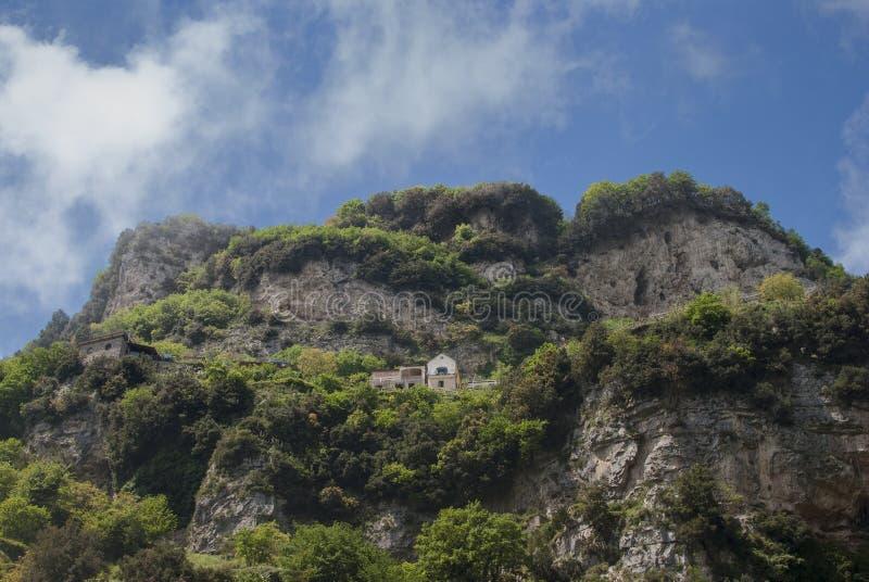 Clifftop俯视的房子 免版税库存照片