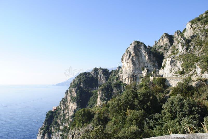 Clifftop俯视的路 库存图片