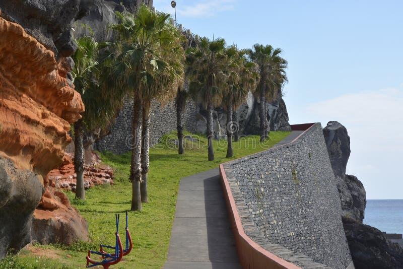Clifftop-Gehweg bei Camara de Lobos, Madeira, Portugal lizenzfreie stockfotos