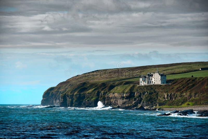 Clifftop-Haus, Keiss, Nord-Schottland stockfotos