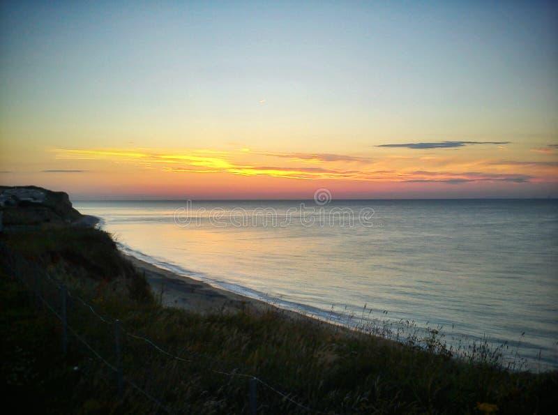 Clifftop-Sonnenuntergang lizenzfreie stockbilder
