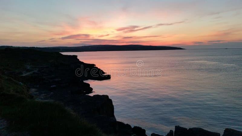 Clifftop-Sonnenuntergang lizenzfreie stockfotos