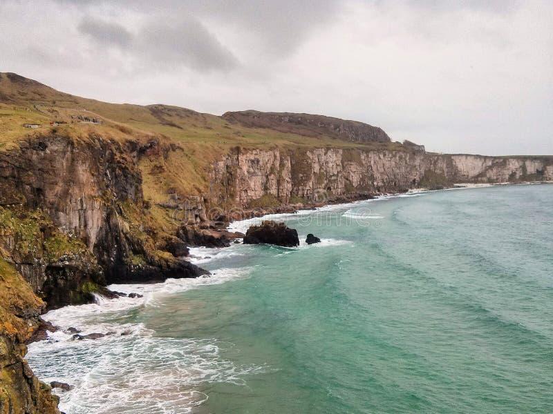 Clifs в Северной Ирландии стоковые изображения